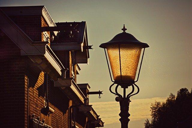 lampa u domů