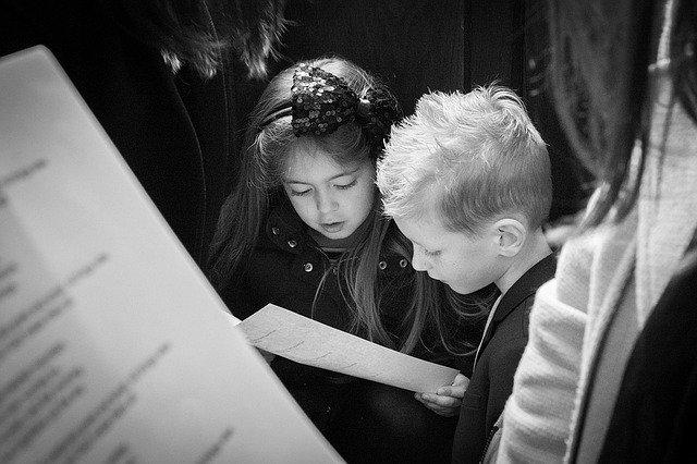 děti v kostele