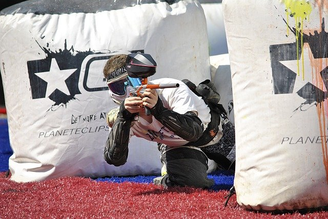 hráč paintballu