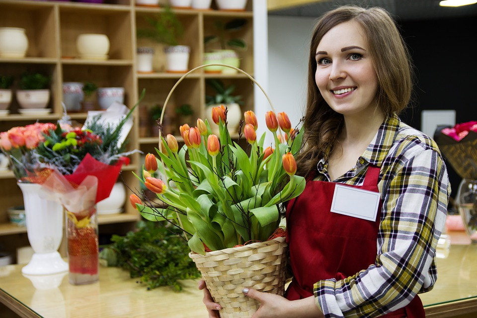 prodavač v květinářství